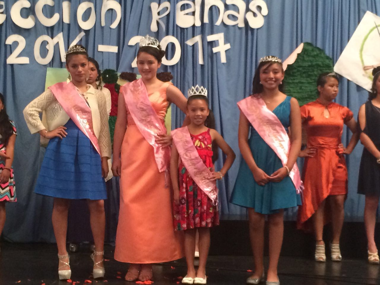 The girls of Aleluya participating in the queen selection